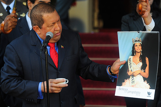 Ivian Sarcos and Hugo Chávez (President of Venezuela). Photos