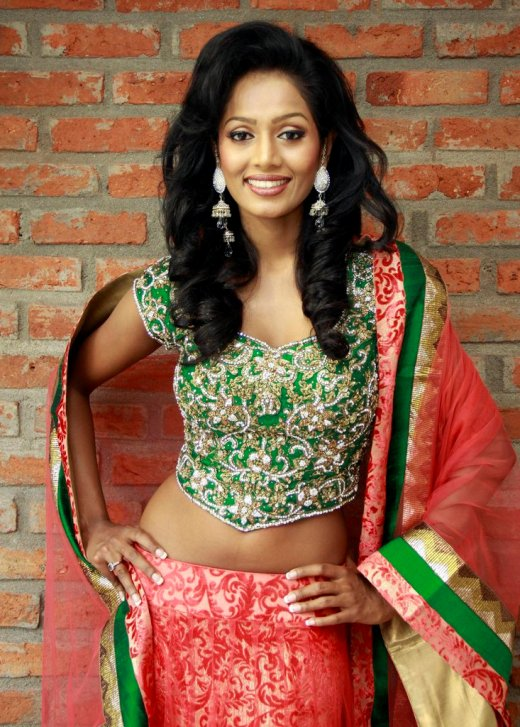 Madusha Rushani Mayadunne - Miss Sri Lanka International 2012 in sari. photo