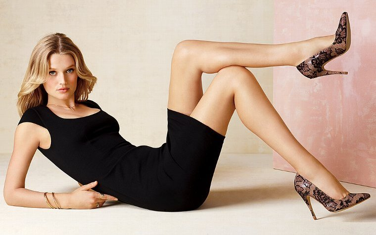 Toni Garrn legs photo