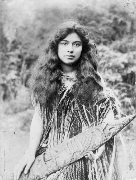 beautiful Maori girl photo