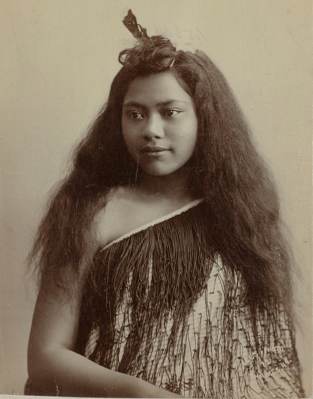 pretty maori girl photo