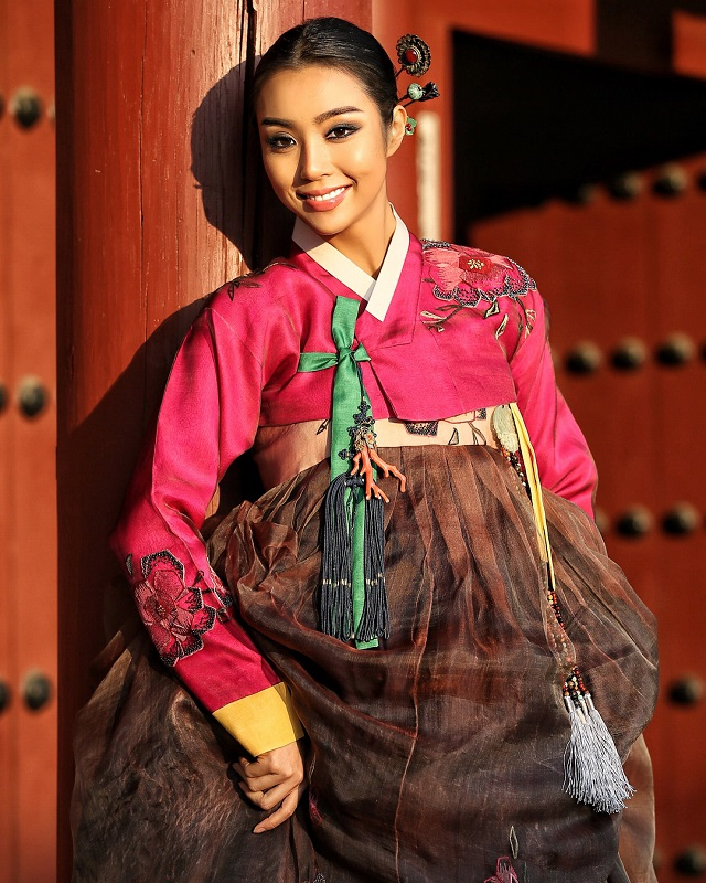 Cho Se-Whee in national korean costume