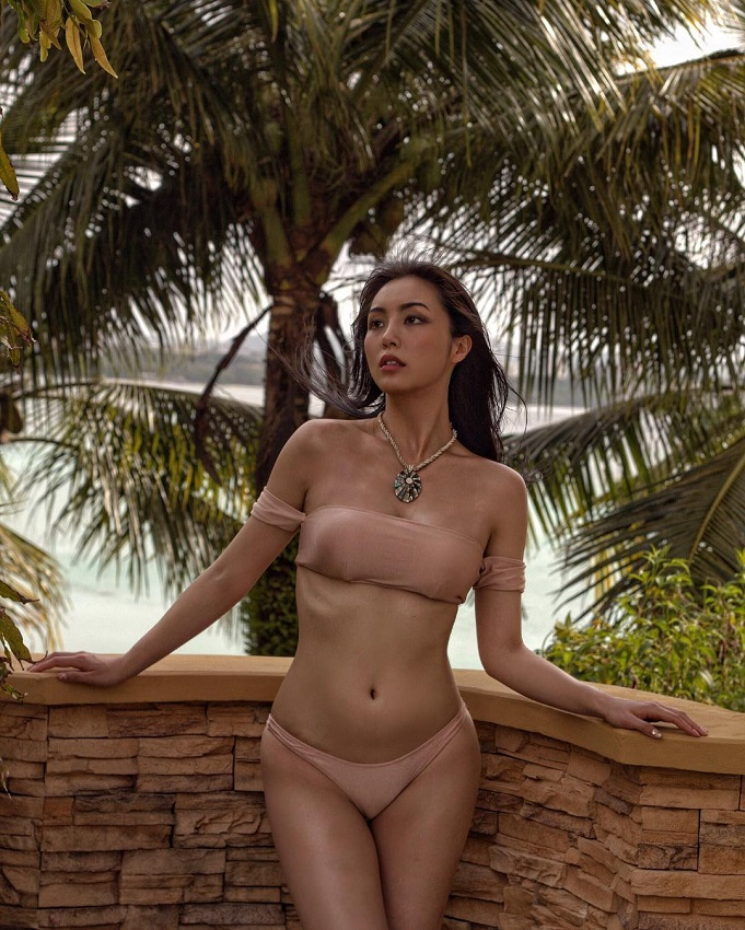 hot South Korean model Cho Se-Whee in bikini