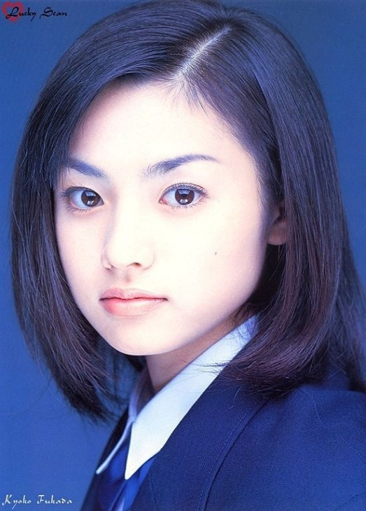 Japanese Girl Kyoko Fukada in school uniform / 深田 恭子