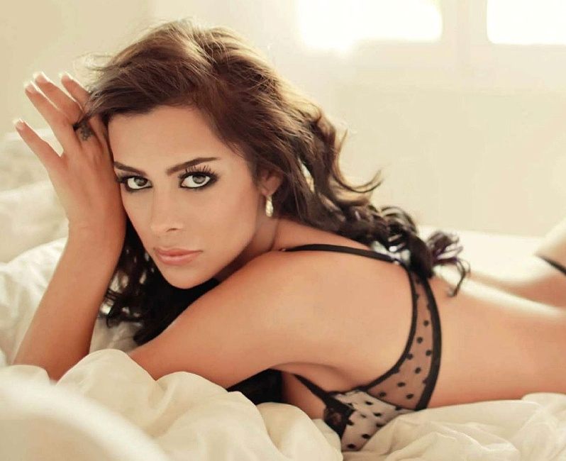 The Most Beautiful Latin Women: Larissa Riquelme. photo