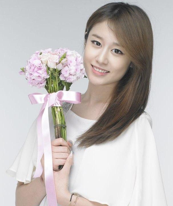 south korean singer Park Ji Yeon / 박지연 / Jiyeon (T-ara) photo