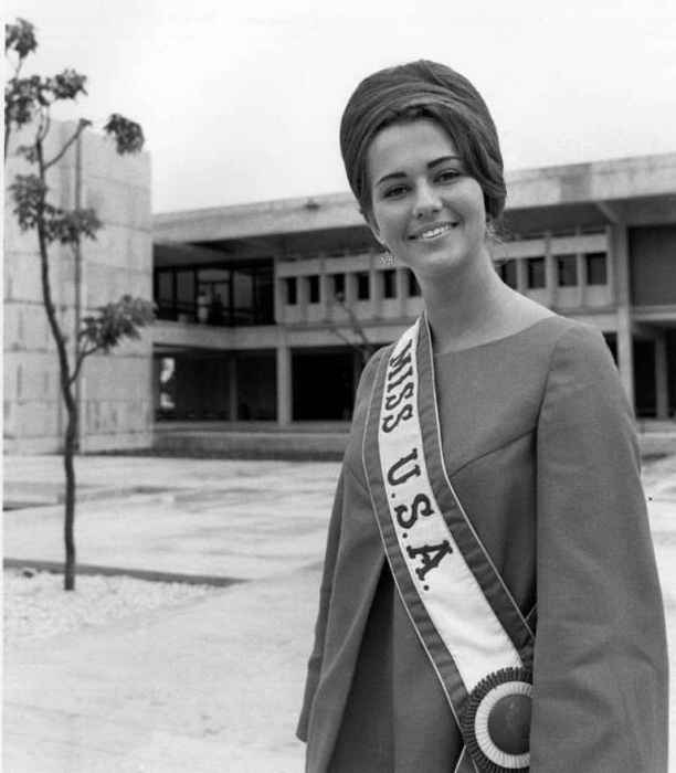 Sylvia Louise Hitchcock (Alabama) Miss USA 1967 and Miss Universe 1967 photo