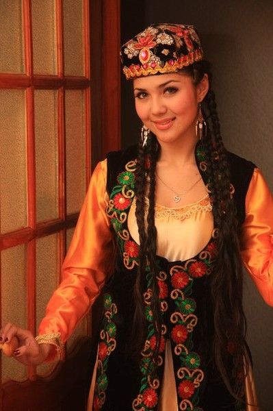 beautiful uyghur girl Aida Ilimova