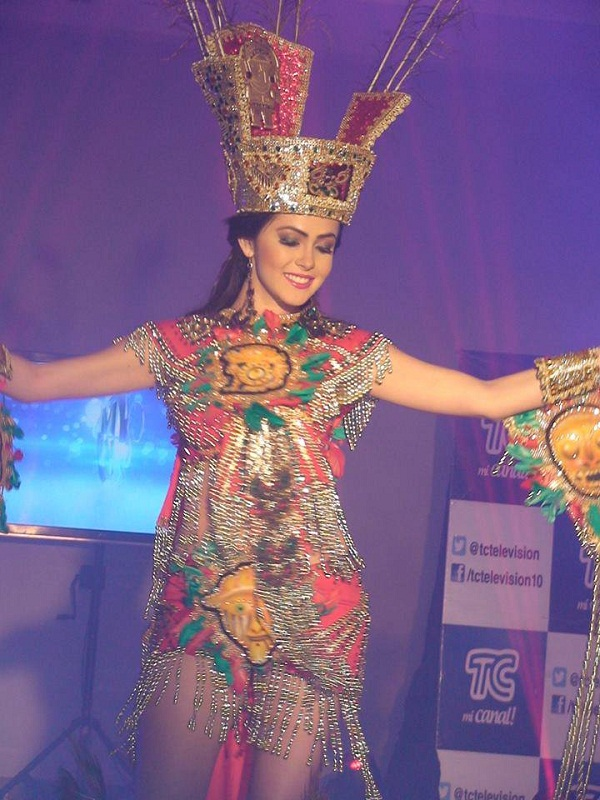 Laritza Párraga in national costume photo
