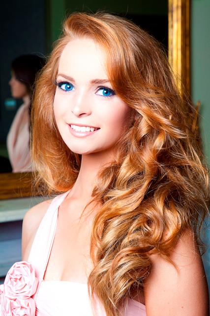 Beautiful Irish girl Aoife Walsh natural redhead photo
