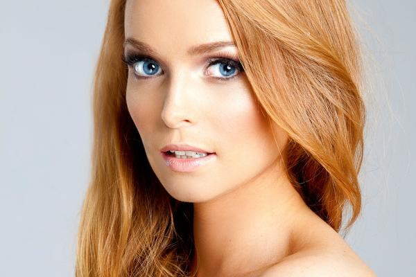 Beautiful Irish woman Aoife Walsh natural redhead photo