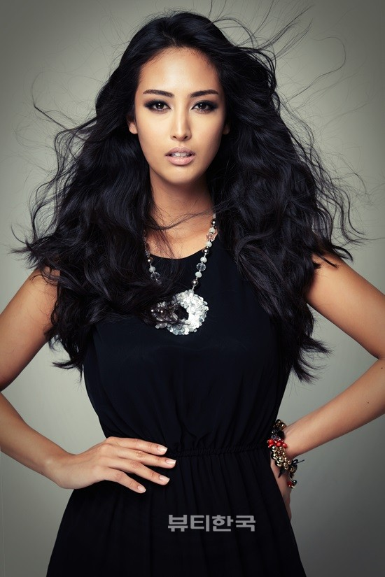 Catharina Choi Nunes / Catharina Song-ee Choi /  최송이 is Miss Korea Earth 2013