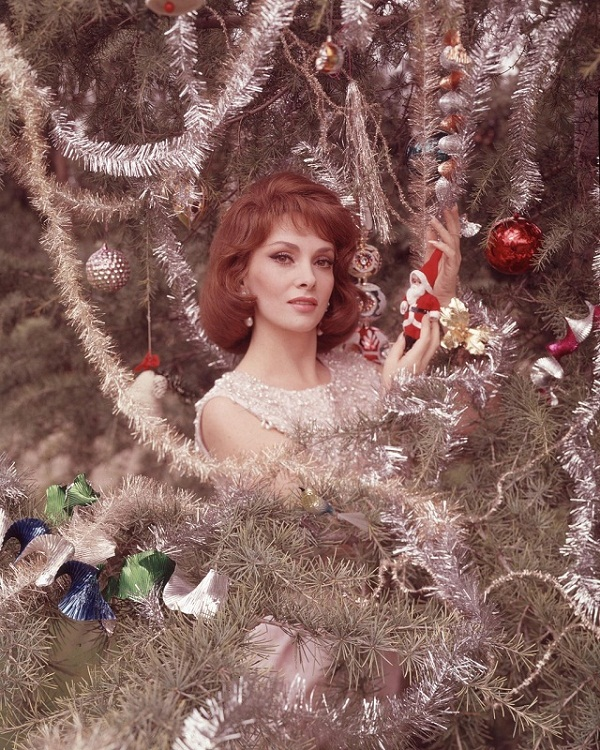 Gina Lollobrigida Christmas photo