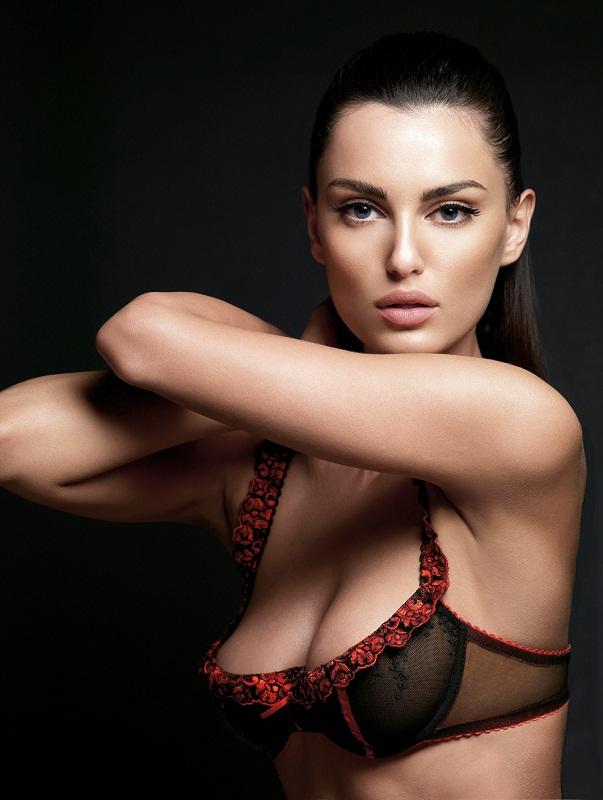 Красивая грудь фотомодели фото 786-906