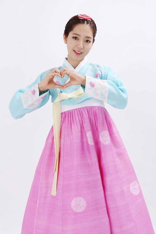 Park Shin Hye / 박신혜 in a Hanbok (traditional Korean dress)